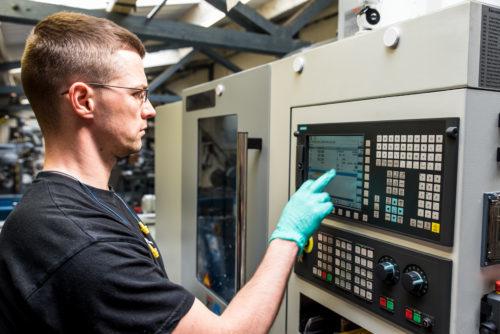 Zajmujemy się naprawą maszyn CNC, serwisowaniem maszyn, a także współpracujemy z producentem maszyn VANAD