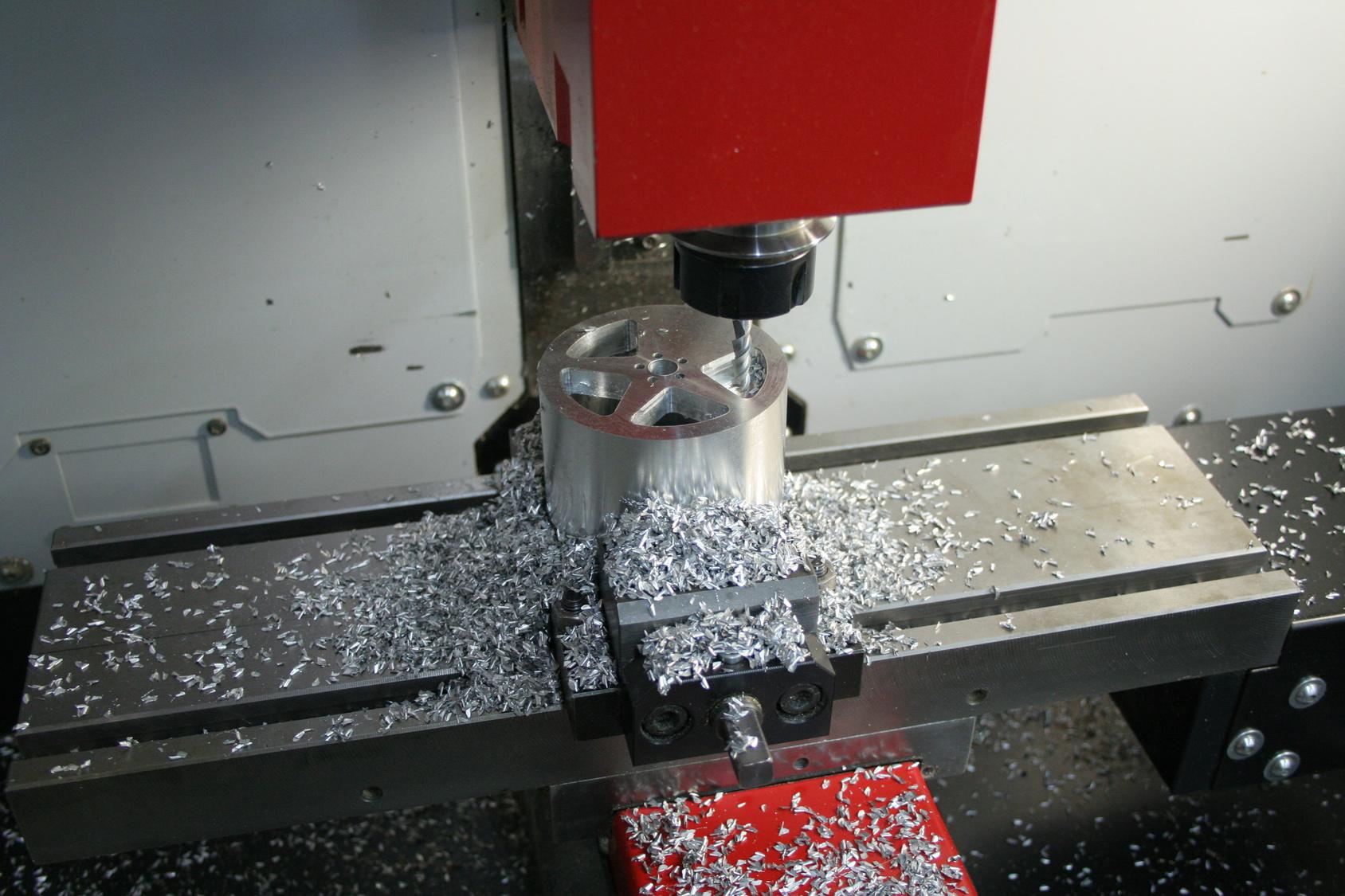 Wieloletnie doświadczenie oraz zaangażowanie zaowocowało otrzymaniem certyfikatu czeskiego producenta maszyn CNC